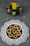 De kroon en de koekjes van Kerstmis Royalty-vrije Stock Fotografie