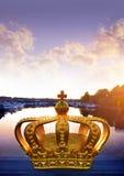 De kroon op een brug in Stockholm Stock Fotografie