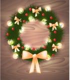 De kroon van de Kerstmisspar met lichten, linten en rode ballen Stock Afbeeldingen