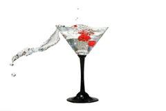De kroon van het water in cocktailglazen Stock Fotografie