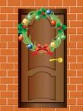 De kroon van Kerstmis en de voordeur. Royalty-vrije Stock Foto