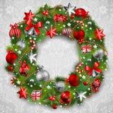 De kroon van Kerstmis met snuisterijen Royalty-vrije Stock Afbeeldingen