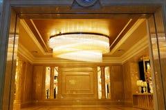 De kroonluchterverlichting van het luxekristal stock foto