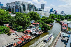 De krottenwijk van Bangkok Venetië Canalside stock foto