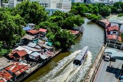 De krottenwijk van Bangkok Venetië Canalside royalty-vrije stock afbeelding