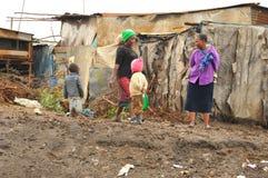 De krottenwijk van Nairobi stock afbeeldingen