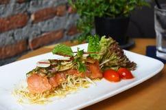 De kruidige Salade van de Zalm Royalty-vrije Stock Afbeelding