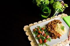De kruidige schotel van het kippen eigengemaakte diner Stock Afbeeldingen