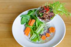 De kruidige Thaise salade van het cocktailrundvlees Royalty-vrije Stock Afbeeldingen