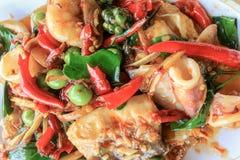 De kruidige zeevruchten bewegen gebraden, Thais kruidig kruidvoedsel Stock Afbeeldingen