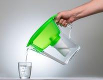 De Kruik van de waterfilter stock afbeeldingen