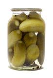 De kruik van het glas met bewaarde komkommers royalty-vrije stock foto