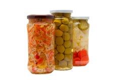De kruiken van het glas met gemarineerde groenten Royalty-vrije Stock Foto's
