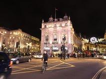 De kruising tussen de Straat van Oxford en Regentstraat tijdens Kerstmis in 2017 Londen het UK Stock Afbeeldingen