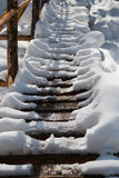 De kruising van de rivier in de sneeuw Stock Foto