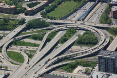 De kruising van de weg met lijnen Stock Foto's