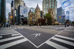 De kruising van Koning Street West en Simcoe-Straat, in downt Stock Foto's