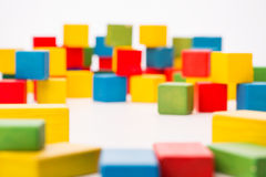 De Kubus van Toy Blocks Background De Focused Multicolor van de Defocusedkleur royalty-vrije stock afbeelding