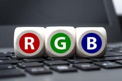 De kubussen dobbelen met RGB op laptop toetsenbord royalty-vrije stock foto