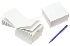De kubussen van het document en de pen Stock Afbeeldingen