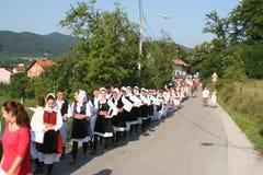  de KUD Ä Trn erdan Banja Luka dans la ligne sur le défilé Photos libres de droits