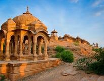 De kungliga cenotafierna av historiska linjaler, Jaisalmer, Rajasthan, Indien Arkivfoton