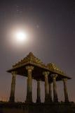 De kungliga cenotafierna av historiska linjaler, också som är bekanta som Jaisalmer Chhatris, Royaltyfri Foto