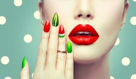 De kunst en de make-upclose-up van de watermeloenspijker stock afbeeldingen