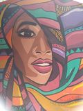 De kunst van de graffitistraat op muur van faculteit van kunstonderwijs Kaïro stock foto's