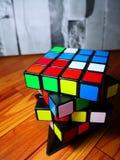 De kunst van rubiks Voor hoofdartikel slechts sinds dit het speelgoed had wereldwijd auteursrecht stock foto