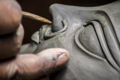 De kunstenaar creeert het hoofd van een godin stock foto