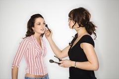 De kunstenaar van de make-up en jonge vrouw. stock foto