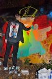 De kunstenaar van Graffiti op het werk Royalty-vrije Stock Foto's