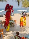 De kunstenaars presteren op het strand Royalty-vrije Stock Afbeeldingen