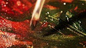 De kunstenaarsverven met olieverven op canvas stock footage