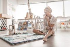 De kunstenaarsverven op canvas Royalty-vrije Stock Afbeelding