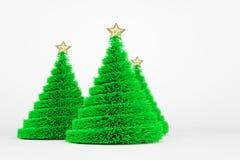 De kunstmatige illustratie van de Kerstbomen 3d kleur stock illustratie