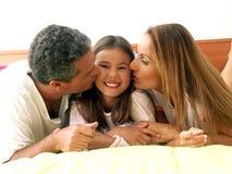De kus van de familie. Stock Afbeelding