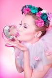 De kus van een pinupValentijnskaart Stock Afbeeldingen