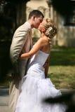 De kus van het huwelijk Stock Foto