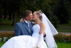 De kus van het huwelijk Royalty-vrije Stock Afbeeldingen
