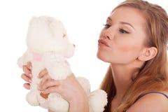 De kussende teddybeer van het meisje stock foto