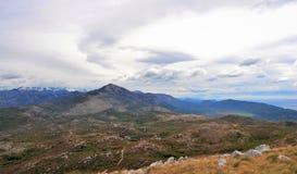 De kust- bergen i sydliga Dalmatia på gränsen med Montenegro royaltyfri foto