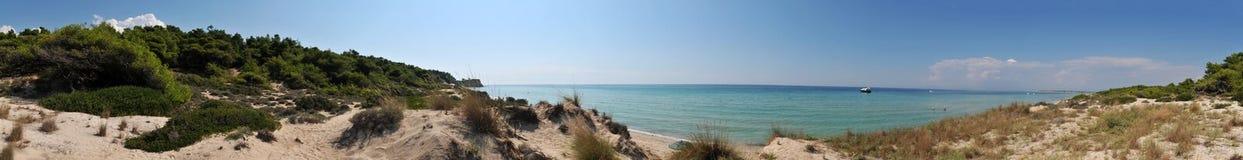 De kust en het strandpanorama van Griekenland Stock Afbeeldingen