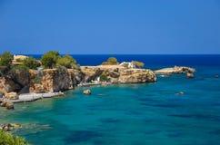 De kust ontmoet het blauwe overzees Royalty-vrije Stock Afbeelding