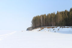 De kust in sneeuw Stock Afbeeldingen