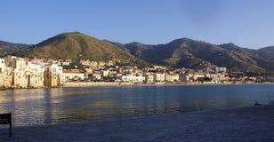 De kust van Cefalu in Sicilië Royalty-vrije Stock Afbeeldingen