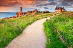 De kust van de Atlantische Oceaan in het gebied van Bretagne, Ploumanach, Frankrijk, Europa royalty-vrije stock fotografie