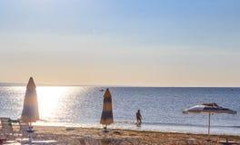 De kust van de Zwarte Zee, blauw duidelijk water, strand met zand, Albena, Bulgarije Stock Fotografie