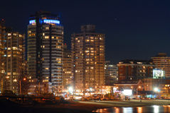 De kust van gebouwen bij nacht Royalty-vrije Stock Fotografie